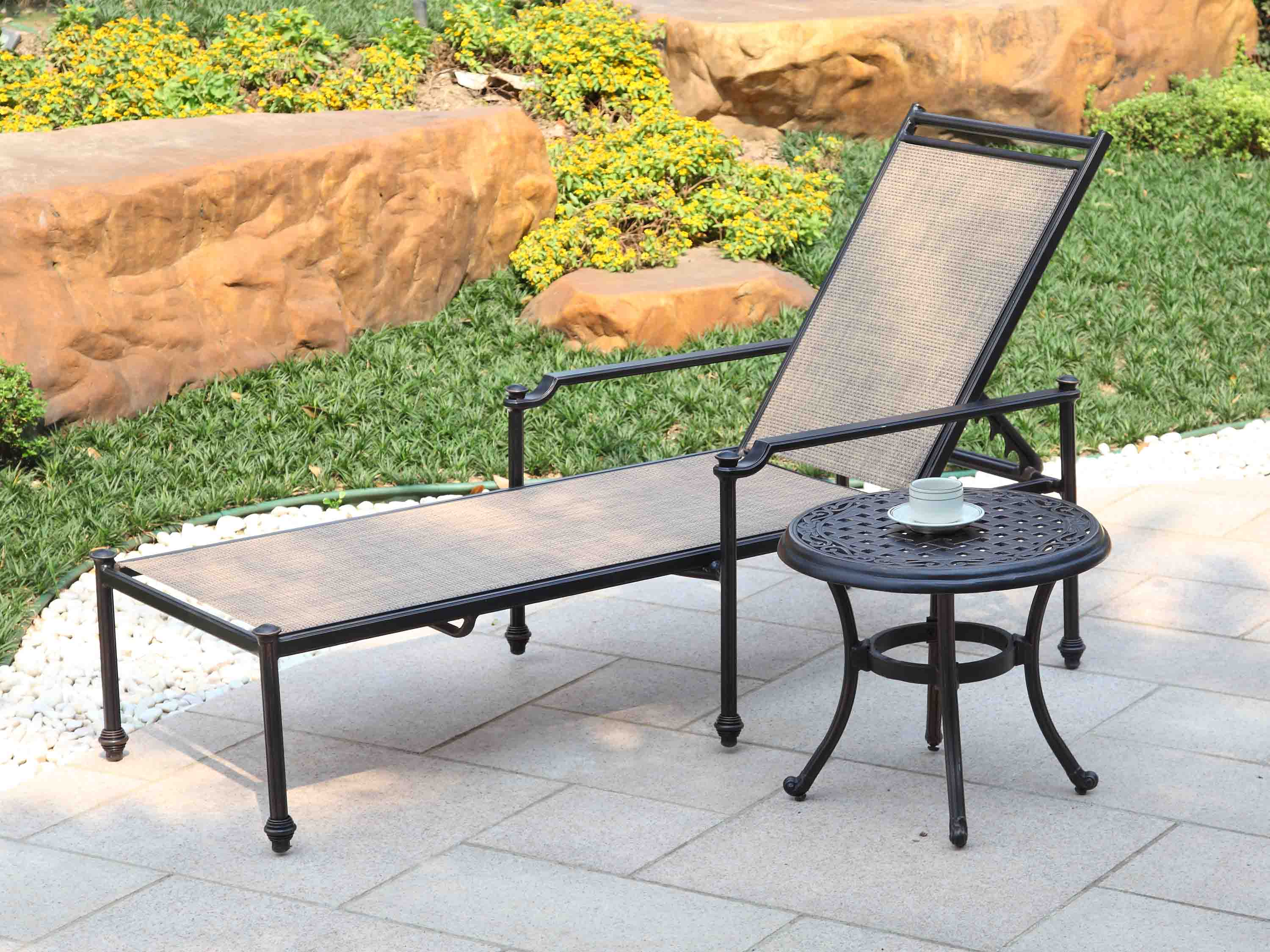 L676 Outdoor lounge chair cast aluminum